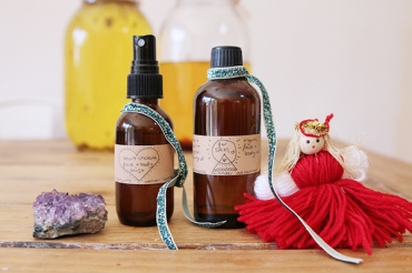 Hand-made-gifts-using-essential-oils.-Essential-oil-face-and-body-mist-and-face-and-body-oil